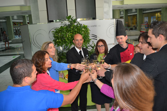 aniversario-holiday-palace-brindis